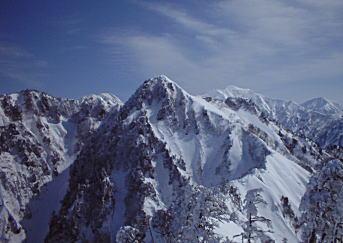 荒沢山頂から足拍子岳を望む